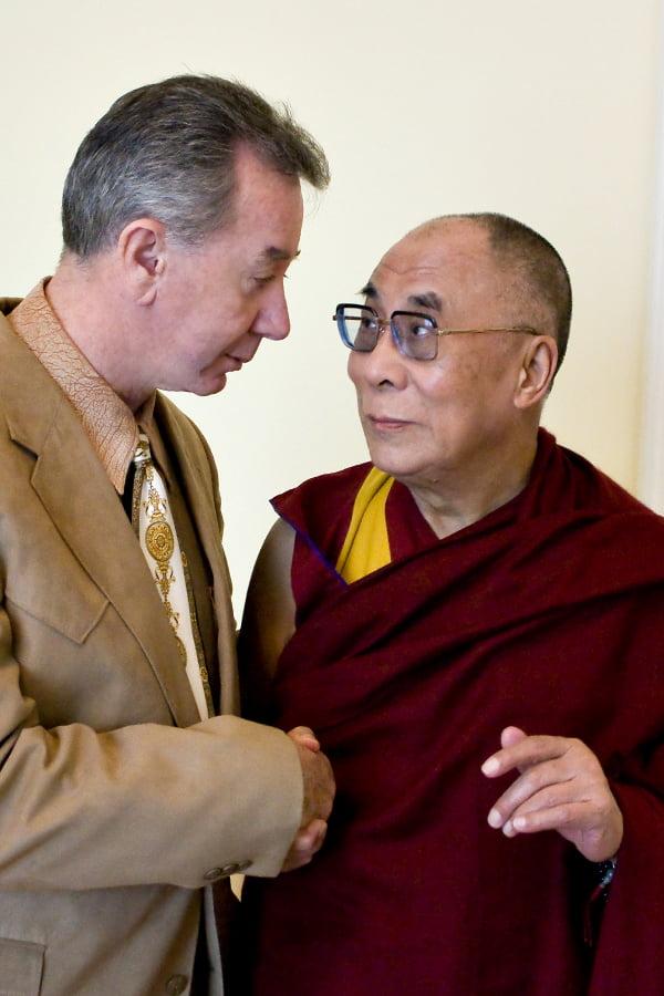 Dalai_Lama_and_TOM_MOWER_SISEL